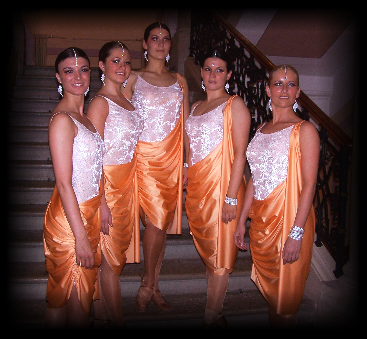 Taneční šaty a soutěžní kostýmy  39c1f7140b